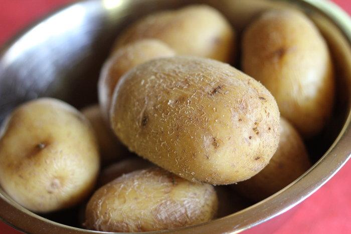 kuvani celi krompiri
